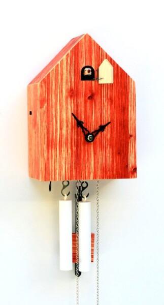 Artificial Kuckucksuhr von Tobias Reischle - moderne Kuckucksuhr rot-wooden