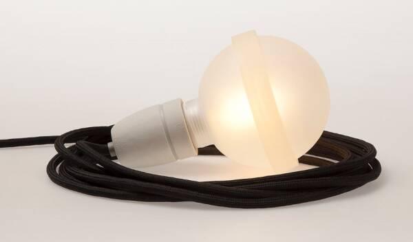 Legelampe von  raumgestalt mit Textilkabel Schwarze Lampe LL21