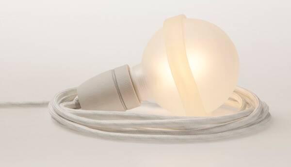 Legelampe von  raumgestalt mit Textilkabel Weisse Lampe LL22